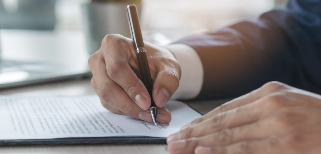 employer employee signing contract